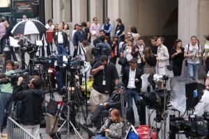 Photographes et Journalistes devant la nouvelle résidence de DSK